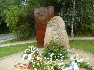 Gedenkstein am Mauerweg